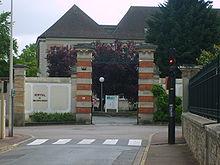 Entrée de l'hôpital local de Brie-Comte-Robert