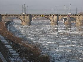 L'Elbe en hiver à Dresde.